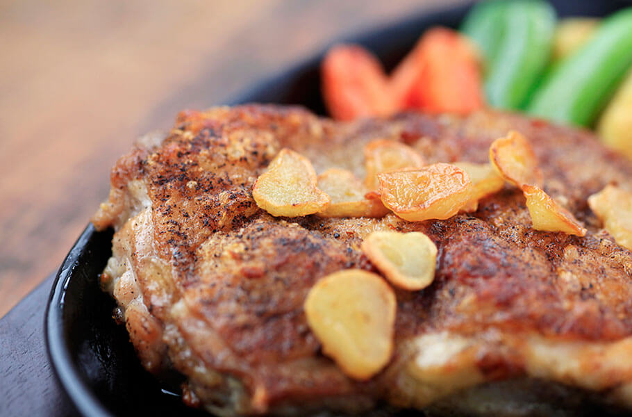 美膳軍鶏のガーリックステーキ